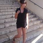 schwarzes Outfit Altstadt Cannes Treppe
