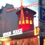 Mouline Rouge bei Dämmerung